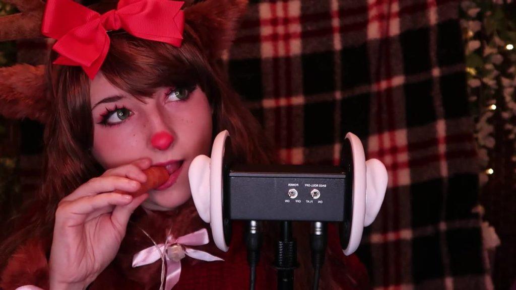 ReindEAR licking ;)